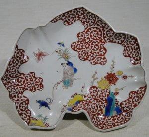 赤色の逆蛸(白抜き唐草)